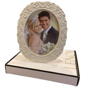 LENOX Georgian Ivory Porcelain Picture Frame with Gold Trim